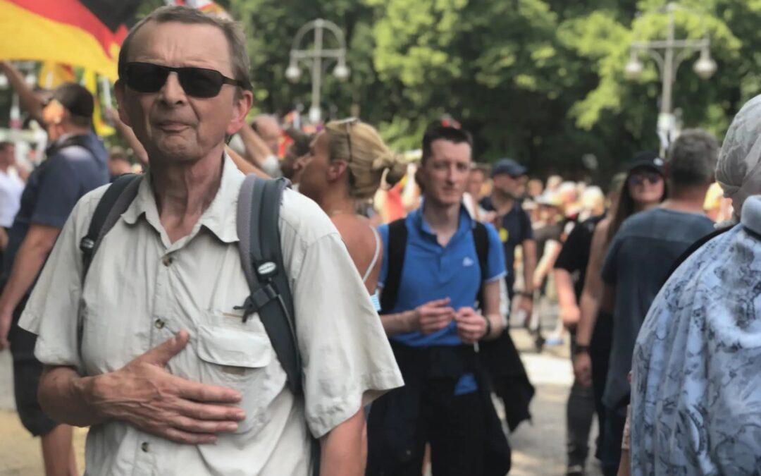 AfD-demo in Berlijn was geen AfD-demo, maar een dagje deugen voor de politieke elite en tienduizenden geïndoctrineerde, 'feestende' jongeren