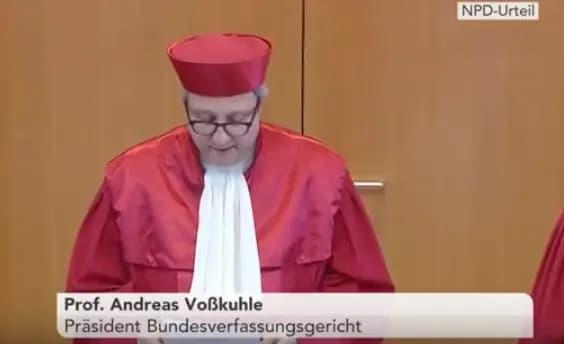 Duitse rechterlijke macht en activisten allemaal op de bres: de realistisch-kritische geest moét weer in de fles