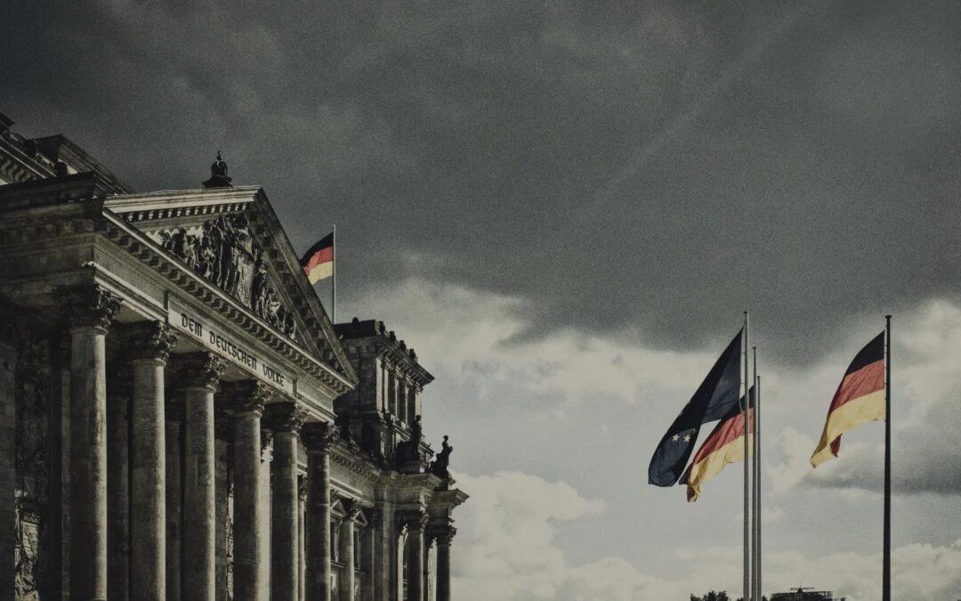 Toespraak JFVD: 'Angela Merkel is een boom die zich niet laat snoeien en iedereen in schaduwposities dwingt'